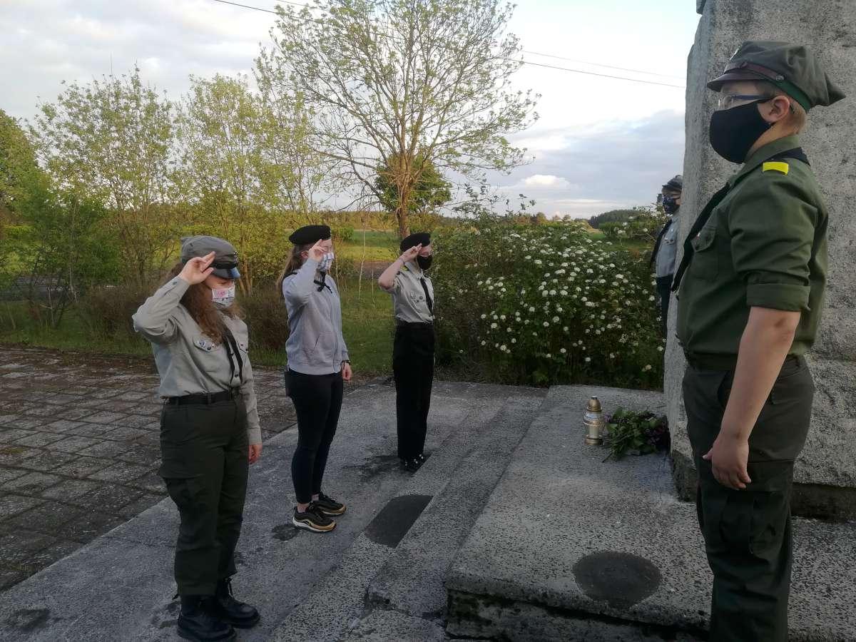 Harcerze upamiętnili bohaterów boju pod Łubianą