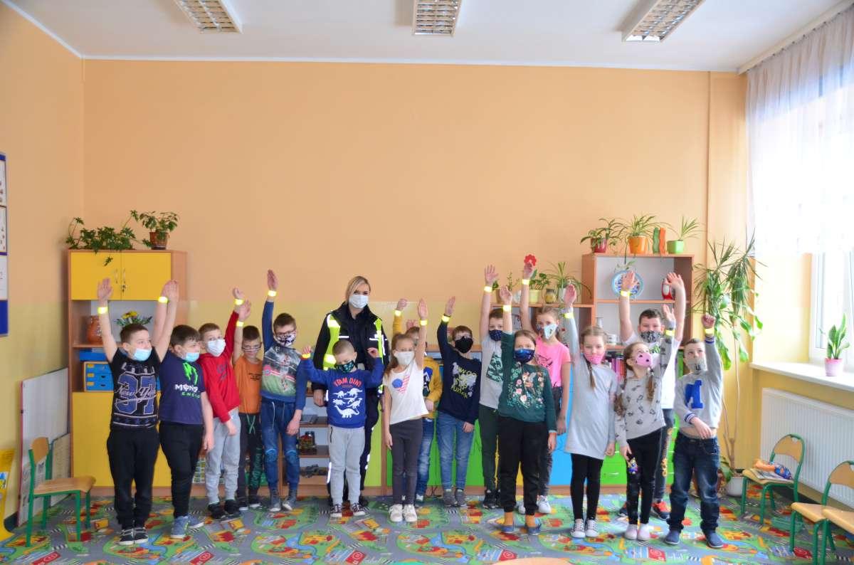 Policjanci spotkali się z uczniami szkoły w Wąglikowicach