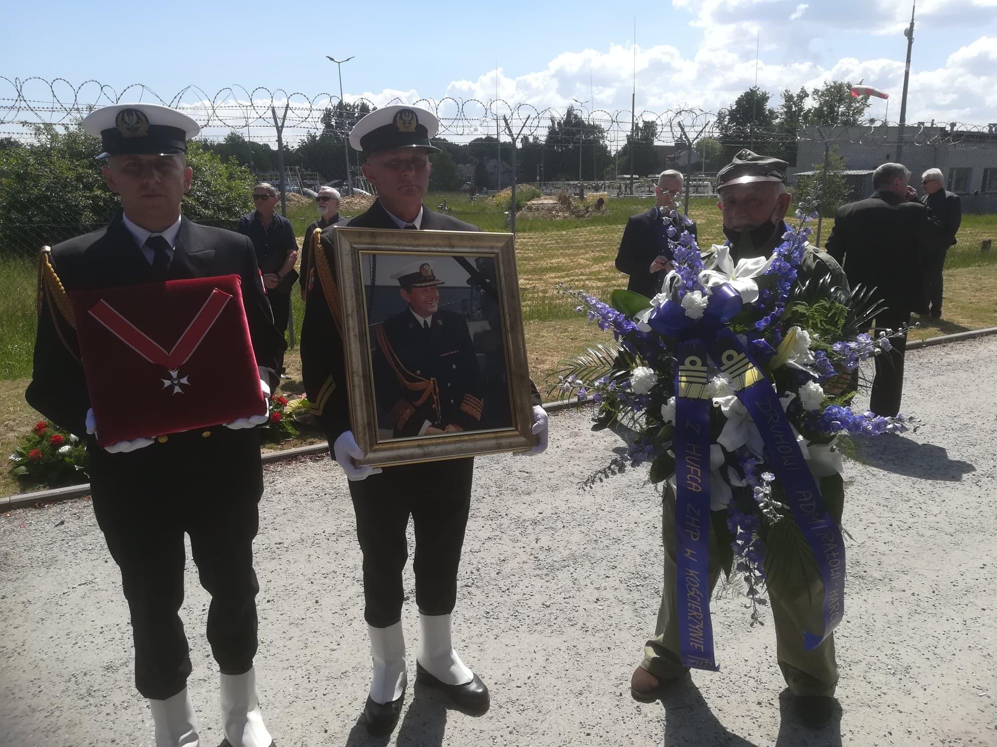 Kościerscy harcerze pożegnali na wieczną wachtę admirała Ryszarda Łukasika